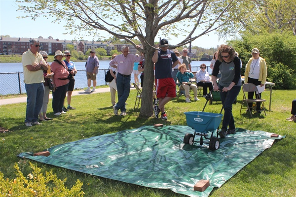 Water Resources: Research informs efforts to reduce nitrogen inputs from lawn care practices to New Hampshire's Great Bay