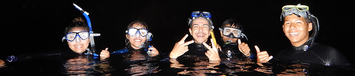 Students%20snorkeling%20at%20night